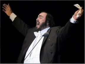 luciano_pavarotti_himself_wallpaper-402427-1283740063